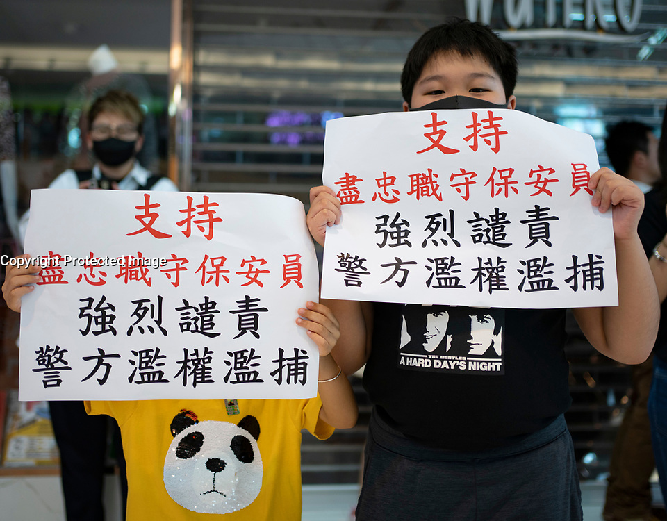 Hong Kong, China. 9th October 2019. Large peaceful crowd gathered to sing songs at MOStown mall in Ma On Shan in solidarity with several security guards who were arrested by police this week. Later small group of protestors went to nearby Shatin Divisional Police Station and shouted abuse at the police and threw objects. Riot police later charged but no arrests made. Iain Masterton/Alamy Live News.