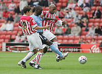 Fotball<br /> England 2005/2006<br /> Foto: SBI/Digitalsport<br /> NORWAY ONLY<br /> <br /> Stoke City v Manchester City<br /> Pre Season Friendly.<br /> 30/07/2005.<br /> <br /> Andy Cole tries to get the ball from Stoke pair, Michael Duberry and Anthony Pulis