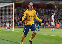 Football - 2017 / 2018 UEFA Europa League - Semi-Final, First Leg: Arsenal vs. Atletico Madrid<br /> <br /> Antoine Griezmann (Atletico Madrid) celebrates after scoring the equaliser with dejected Arsenal players in the background at The Emirates.<br /> <br /> COLORSPORT/DANIEL BEARHAM