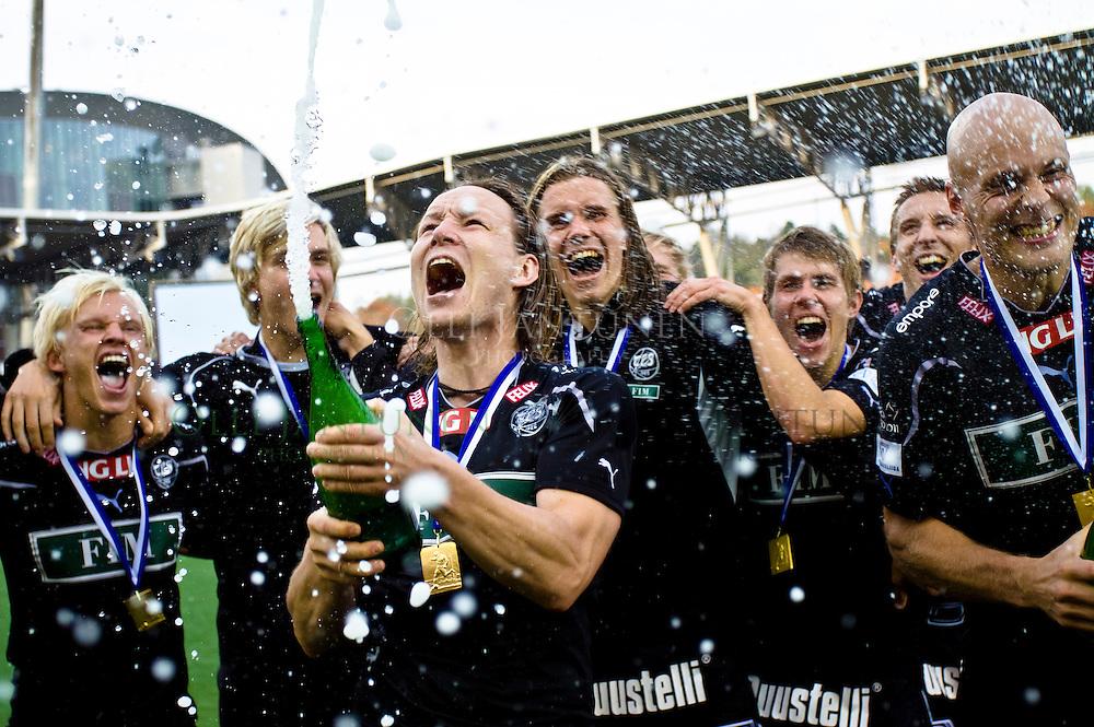 TPS juhlii Suomen Cupin voittoa 25.9.2010 Sonera Stadiumilla Helsingissä, Suomessa.