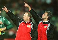 v.l.  Berti VOGTS , Pierre LITTBARSKI<br />                                Fu§balltrainer      Bayer 04 Leverkusen