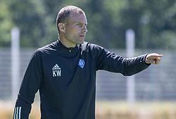 Cheftræner Kristoffer Wichmann (HIK) under træningskampen mellem FC Helsingør og HIK den 1. august 2020 på Helsingør Ny Stadion (Foto: Claus Birch).