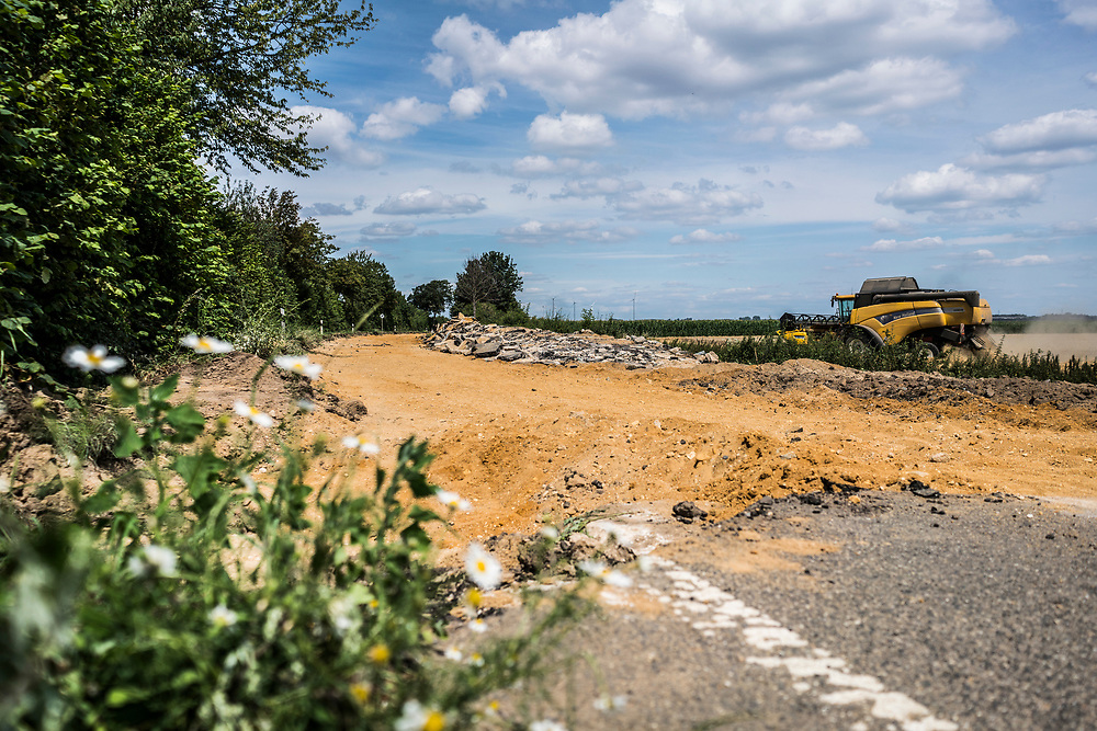 Keyenberg, DEU, 22.07.2020<br /> <br /> Abriss der Landstrasse L277 zwischen den Doerfern Keyenberg und Lützerath am Rande des Tagebaus Garzweiler im Rheinischen Braunkohlerevier durch RWE. Die Doerfer sollen fuer die Erweiterung des Tagebaus weichen, die Bewohner  umgesiedelt werden.<br /> <br /> Demolition of the country road L277 between the villages Keyenberg and Luetzerath on the edge of the Garzweiler opencast mine in the Rhenish lignite mining area by RWE. The villages are planned to be demolished and relocated to make way for the expansion of the open-cast mine.<br /> <br /> <br /> <br /> Foto: Bernd Lauter/berndlauter.com
