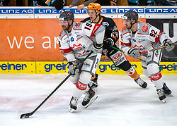 21.02.2021, Keine Sorgen Eisarena, Linz, AUT, EBEL, EHC Liwest Black Wings Linz vs iClinic Bratislava Capitals, 48. Qualifikationsrunde, im Bild v.l. Michel Miklik (iClinic Bratislava Capitals), Niklas Bretschneider (Steinbach Black Wings 1992), Brock Higgs (iClinic Bratislava Capitals) // during the bet-at-home ICE Hockey League 48th qualifying round match between EHC Liwest Black Wings Linz and iClinic Bratislava Capitals at the Keine Sorgen Eisarena in Linz, Austria on 2021/02/21. EXPA Pictures © 2021, PhotoCredit: EXPA/ Reinhard Eisenbauer