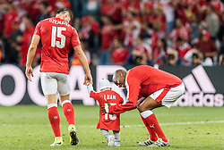 19.06.2016, Stade Pierre Mauroy, Lille, FRA, UEFA Euro, Frankreich, Schweiz vs Frankreich, Gruppe A, im Bild Blerim Dzemaili (SUI) mit Kind, Gelson Fernandes (SUI) // Blerim Dzemaili (SUI) mit Kind, Gelson Fernandes (SUI) during Group A match between Switzerland and France of the UEFA EURO 2016 France at the Stade Pierre Mauroy in Lille, France on 2016/06/19. EXPA Pictures © 2016, PhotoCredit: EXPA/ JFK