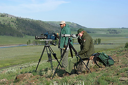 WY: Wyoming; Yellowstone National Park,.Wolf-watching in the Lamar Valley..Noted wolf author, with scope, Rick McIntyre..Noted National Geo wolf camerman, with camera, Bob Landis..Photo #: yellow1702.Photo copyright Lee Foster, 510/549-2202, lee@fostertravel.com, www.fostertravel.com..