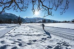 THEMENBILD - ein Langläufer auf einer Loipe mit Winterlandschaft und der Bergkulisse mit dem Kitzsteinhorn, aufgenommen am 14. Februar 2018, Ort, Österreich // a cross-country skier on a trail with a winter landscape and the mountain scenery with the Kitzsteinhorn on 2018/02/14, Ort, Austria. EXPA Pictures © 2018, PhotoCredit: EXPA/ Stefanie Oberhauser