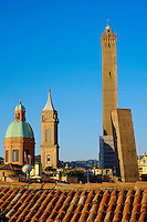 Italie, Emilie-Romagne, Bologne, tours Torre degli Asinelli et Torre Garisenda // Italy, Emilia-Romagna, Bologna, Towers Torre degli Asinelli and Torre Garisenda