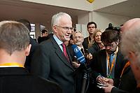 22 MAR 2010, BERLIN/GERMANY:<br /> Juergen Ruettgers, CDU, Ministerpraesident Nordrhein-Westfalen, im Gespraech mit Journalisten, Tagung CDU Bundesausschuss, Hotel Berlin, Berlin<br /> IMAGE: 20100322-01-004<br /> KEYWORDS: Sitzung, Medien, Mikrofon, microphone, Kamera, Camera, Jürgen Rüttgers