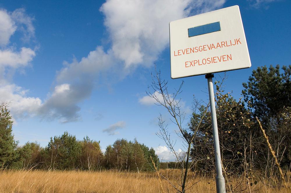 Nederland, Eefde, 2 nov 2006.Schietterrein Gorsselse Heide te Eefde...Foto: (c) Michiel Wijnbergh