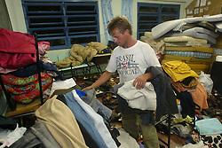 Morador arruma estragos causados pelo vento de até 150 Km/h do ciclone Catarina que atingiu a cidade de Torres, no litoral norte do RS, Brasil. FOTO: Jefferson Bernardes /Preview.com