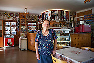 """Annamaria Lorenz nata nel 1941 e proprietaria del Bar Diga da 50 anni. """"Questo posto non è nato solo per lavoro ma per passione. Fin da piccola venivo qua con mio papa a tagliare l erba e già da bambina mi piaceva questa valle"""". """"Ho fatto 55 anni di questa vita e sono sempre stata bene. Oggi il ghiacciaio è cambiato, non c'è più. Una volta arrivava in basso fino a qua. Nevica molto di meno ed una volta era molto più freddo. Il clima è cambiato molto"""".""""Spero non facciano troppi impianti, non è più naturale, sono pochi i posti rimasti veri. Il dio soldo è la cosa che conta ed è la rovina di tutto quello che è di bello c'è"""". Trentino, Agosto 2020."""