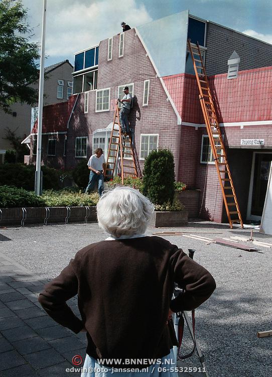 Aankleding Rabobank Huizen Naarderstraat als station Gooise stoomtram