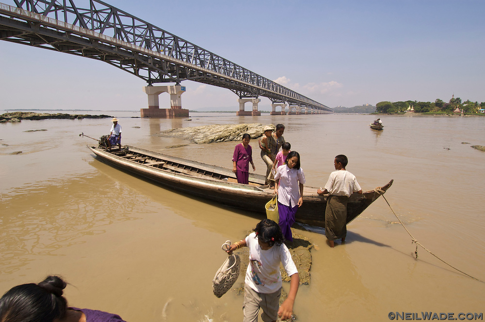 The Thanlwin Bridge was constructed in 2005 and is the longest in Myanmar.