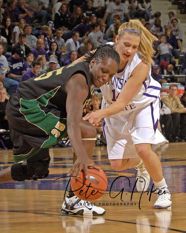 Baylor's Abiola Wabara (L) reaches for a loose ball against pressure from Kansas State's Claire Coggins (R), during the first half at Bramlage Coliseum in Manhattan, Kansas, February 25, 2006. The 10 ranked Lady Bears defeated K-State 79-70.