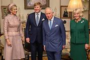 Staatsbezoek van Koning Willem Alexander en Koningin Máxima aan het Verenigd Koninkrijk<br /> <br /> Statevisit of King Willem Alexander and Queen Maxima to the United Kingdom<br /> <br /> Op de foto / On the photo: Ontmoeting met de Charles Prins van Wales en Camilla de Hertogin van Cornwall in Clarence House<br /> <br /> Meeting with the Charles Prince of Wales and Camilla the Duchess of Cornwall at Clarence House