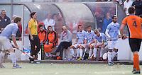 EINDHOVEN - hockey - De bank van Bloemendaal   tijdens de hoofdklasse hockeywedstrijd tussen de mannen van Oranje-Zwart en Bloemendaal (3-3). COPYRIGHT KOEN SUYK