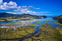 Espagne, Pays basque espagnol, Biscaye, région de Gernika-Lumo, Réserve de biosphère d'Urdaibai, estuaire du fleuve Oka à marée basse au sud de Mundaka  // Spain, Spanish Basque Country, Biscay, Gernika-Lumo region, Urdaibai Biosphere Reserve, Oka river estuary at low tide south of Mundaka