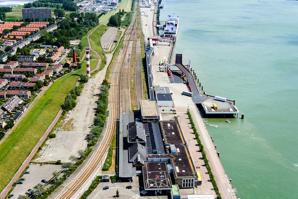 Nederland, Zuid-Holland, Hoek van Holland, 10-06-2015;  Hoek van Holland, Nieuwe Waterweg. Vuurtoren en Station Hoek van Holland Haven.<br /> Hook of Holland, railway station.<br /> luchtfoto (toeslag op standard tarieven);<br /> aerial photo (additional fee required);<br /> copyright foto/photo Siebe Swart