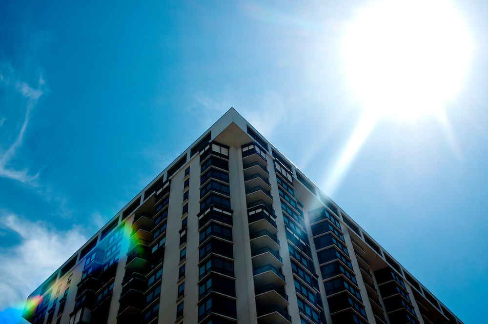(photo by Matt Roth)..I'm a sucker for sunflares. .Downtown St. Petersburg during Geekfest in St. Petersburg, Florida Friday, September 11, 2009.