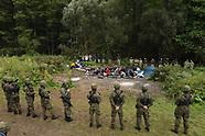 Migranci otoczeni przez białoruskie i polskie służby na granicy białorusko-polskiej - 20.08.2021