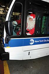 December 21, 2016 - New York, New York, USA - Vincent Pastore bei einer Chartiy-Aktion von Kids Against Cancer, bei der er als Weinachtsmann mit dem Santa's Express Bus Geschenke an Kinder in Krankenhäusern verteilt. New York, 21.12.2016 (Credit Image: © Future-Image via ZUMA Press)