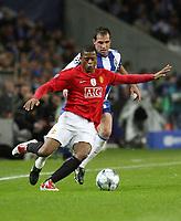 20090415: PORTO, PORTUGAL - FC Porto vs Manchester United: Champions League 2008/2009 – Quarter Finals – 2nd leg. In picture: Evra and Mariano Gonzalez . PHOTO: Manuel Azevedo/CITYFILES