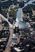 Nederland, Friesland, Sneek, 08-09-2009; Binnenstad met Waterpoort, .gebouwd over de ingang tot de stadsgrachten, symbool voor Sneek..Waterpoort (Watergate), built over the entrance to the city canals, symbol of Sneek..Luchtfoto (toeslag); aerial photo (additional fee required); .foto Siebe Swart / photo Siebe Swart