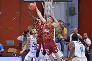 DESCRIZIONE : Cremona Lega A 2015-16 Play Off gara 1 Vanoli Cremona Umana Reyer Venezia <br /> GIOCATORE : Krubally Ousman Jeff Viggiano<br /> CATEGORIA : Controcampo Rimbalzo<br /> SQUADRA : Umana Reyer Venezia<br /> EVENTO : Campionato Lega A 2015-2016 GARA : Vanoli Cremona vs Umana Reyer Play Off gara 1<br /> DATA : 08/05/2016 <br /> SPORT : Pallacanestro <br /> AUTORE : Agenzia Ciamillo-Castoria/I.Mancini<br /> Galleria : Lega Basket A 2015-2016 Fotonotizia : Cremona Lega A 2015-16 PlayOff Gara 1  Vanoli Cremona Umana Reyer Venezia