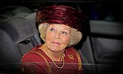 Prinses Beatrix bij Max van der Stoel Award, een award waarmee tweejaarlijks individuen of groepen die zich succesvol inzetten voor de positie van minderheden worden geeerd.//<br /> Princess Beatrix with Max van der Stoel Award, an award which biennial individuals or groups who are successfully committed to the position of minorities be honored.<br /> <br /> Op de foto:  Prinses Beatrix bij het Spaanse Hof // Princess Beatrix  leaves the Spanish Court