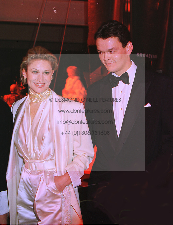 Model PAULA HAMILTON and COUNT SEBASTIAN RHODES-STAMPA, at a party in London on 31st January 1998.MEZ 75