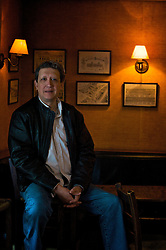 """O diretor de teatro Nestor Monasterio nasceu em Buenos Aires, na Argentina, e veio para o Brasil em 1977. Pai de dois filhos, dirigiu grandes sucessos do teatro gaúcho, como """"Marat Sade"""" e """"Rasga Coração"""". FOTO Itamar Aguiar/Preview.com"""