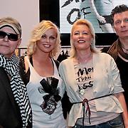 NLD/Amsterdam/20110330 - Launch tshirt lijn B. by Bridget, Bridget Maasland en haar vader Frits, moeder Elly en broer Bryan