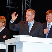 NLD/Arnhem/20121103 - 100 Jarig bestaan NOC/NSF Sportparade, Epke Zonderland, Jacques Rogge aan het bieden op de veiling voor de Fakkel ,  Prins Willem-Alexander