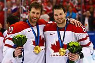 Joe Thornton und Rick Nash (CAN) mit der Goldmedaille