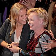 NLD/Amsterdam/20110328 - Uitreking Rembrandt Awards 2011, Dochter Caro Lenssen feliciteert Rene Soutendijk met haar Ouvre Award