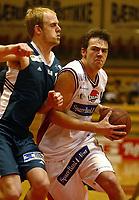 Bærum 12012003: Basket Bærums Verk Defenders - Ulriken Eagels . Ronny Karlsen Ahlberg , Uriken.<br /> Foto: Andreas Fadum, Digitalsport