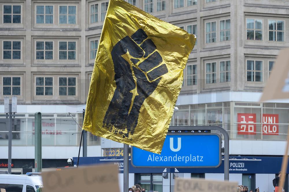 """06 JUN 2020, BERLIN/GERMANY:<br /> """"Silent Demo"""" anl. des gewaltsamen Todes des US-Afroamerikaners George Floyd durch Polizeigewalt in Minneapolis, Alexanderplatz<br /> IMAGE: 20200606-01-015<br /> KEYWORDS: Demonstration, demonstrator, Protest, Black Lives Matter, #blacklivesmatter, Faust"""