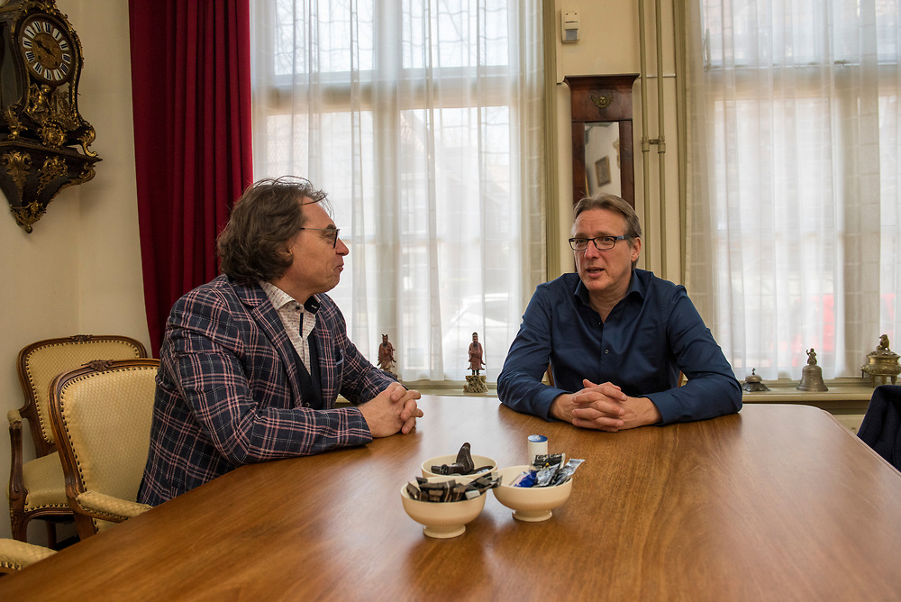 Arthur Brand  (Deventer, 1969) in gesperk met Ad Geerdink, directeur van het  Westfries Museum in Hoorn. Brand haalde 5 in 2005 uit het museum gestolen schilderijen van oa Floris van Schooten en  Jacob Waben terug uit Oekraïn. Arthur Brand is een Nederlandse  kunstroofexpert. Hoorn, Nederland, 15 april 2019.<br /> Arthur Brand (Deventer, 1969) in conversation with Ad Geerdink, director of the Westfries Museum in Hoorn. Brand retrieved 5 paintings by Floris van Schooten and Jacob Waben, stolen from the museum in 2005, from Ukraine. Arthur Brand is a Dutch art theft expert. Hoorn, the Netherlands, April 15, 2019.