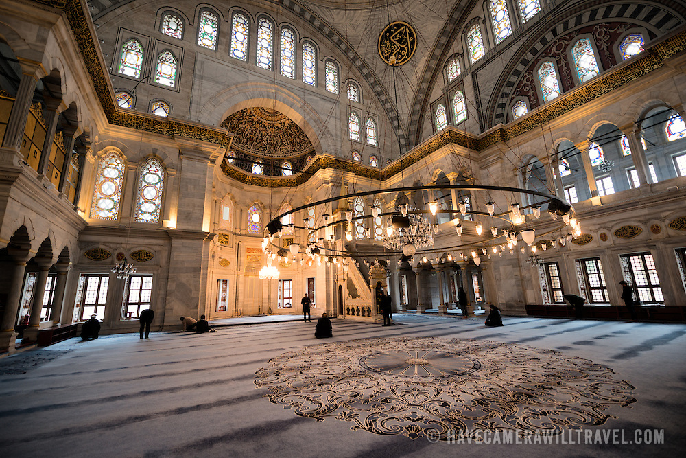 The prayer hall of the Nuruosmaniye Mosque, ornately decorated in Ottomon-Baroque style. Nuruosmaniye Mosque, standing next to Istanbul's Grand Bazaar, was completed in 1755 and was the first and largest mosque to be built in Ottoman Baroque style.