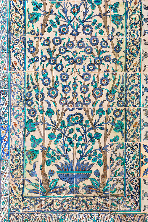 Kutahya and Iznik ceramic 17th Century tiles at Topkapi Palace, Topkapi Sarayi, part of Ottoman Empire, Istanbul, Turkey