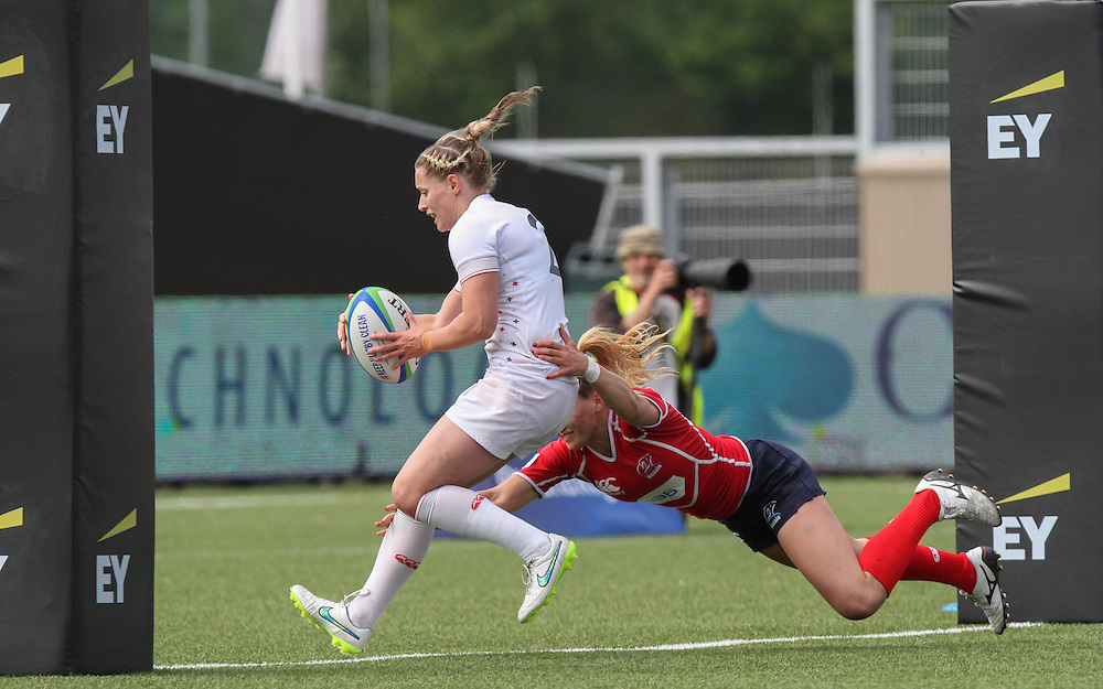 Natasha Hunt scores a try for England, Women's Sevens World Series - Amsterdam Leg, NRCA, Amsterdam, Netherlands, Day 1 on 22nd May 2015.