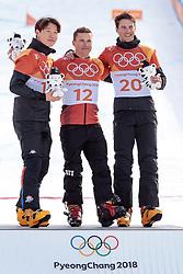 24.02.2018, Phoenix Snow Park, Bokwang, KOR, PyeongChang 2018, Snowboard, Herren, Siegerpräsentation, Parallel Riesenslalom, im Bild v.l. Sangho Lee (KOR, 2. Platz), Nevin Galmarini (SUI, 1. Platz), Zan Kosir (SLO, 3. Platz) // f.l. silver medalist Sangho Lee of Republic of Korea gold medalist and Olympic champion Nevin Galmarini of Switzerland bronce medalist Zan Kosir of Slovenia during the winner presentation for the men's Snowboard Parallel Riesenslalom of the Pyeongchang 2018 Winter Olympic Games at the Phoenix Snow Park in Bokwang, South Korea on 2018/02/24. EXPA Pictures © 2018, PhotoCredit: EXPA/ Johann Groder