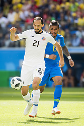 June 22, 2018 - Sankt Petersburg, Russia - 180622 Marcos Urena of Costa Rica and Willian of Brazil during the FIFA World Cup group stage match between Brazil and Costa Rica on June 22, 2018 in Sankt Petersburg..Photo: Petter Arvidson / BILDBYRÃ…N / kod PA / 92075 (Credit Image: © Petter Arvidson/Bildbyran via ZUMA Press)