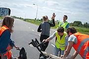 Lieske Yntema wordt gefeliciteerd na haar eerste, geslaagde, runs in een dichte VeloX. In Delft oefent het HPT met het starten en stoppen. In september wil het Human Power Team Delft en Amsterdam, dat bestaat uit studenten van de TU Delft en de VU Amsterdam, een poging doen het wereldrecord snelfietsen te verbreken, dat nu op 133,8 km/h staat tijdens de World Human Powered Speed Challenge.<br /> <br /> Lieske Yntema cheers after her first, successful, runs in a closed VeloX. In Delft the HPT is training with starts ands stops. With the special recumbent bike the Human Power Team Delft and Amsterdam, consisting of students of the TU Delft and the VU Amsterdam, also wants to set a new world record cycling in September at the World Human Powered Speed Challenge. The current speed record is 133,8 km/h.