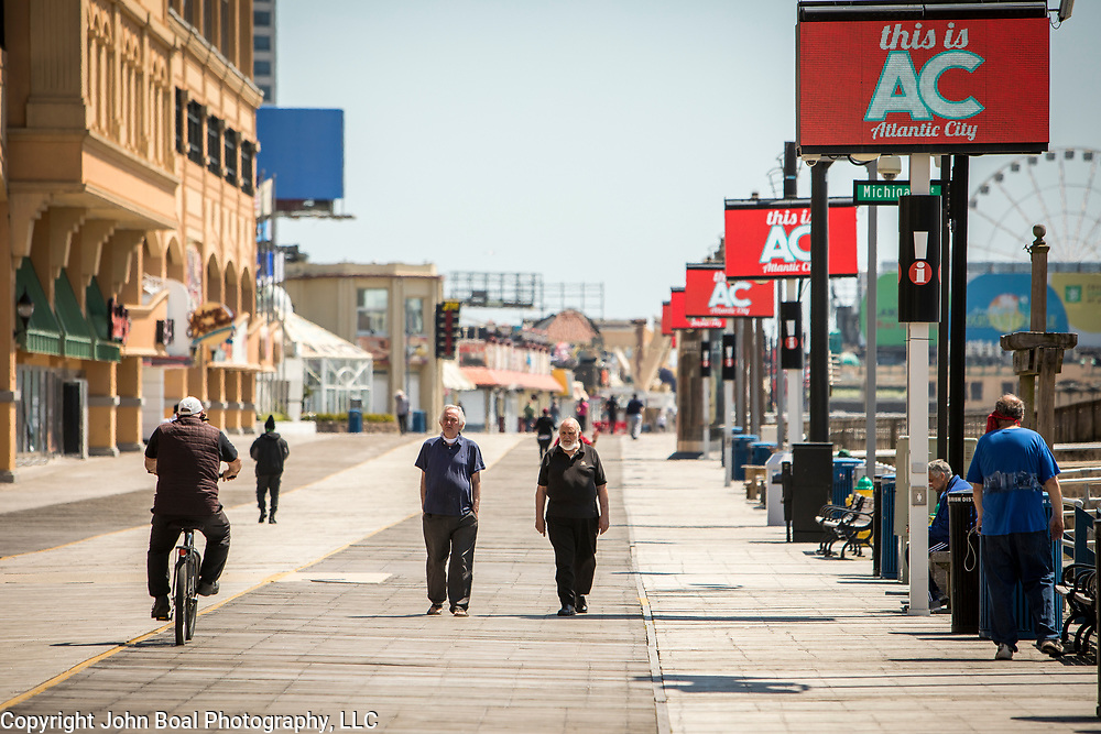 The Atlantic City boardwalk was mostly empty as Governor Phil Murphy's stay-at-home order remained in effect since march 21. The Community Food Bank of New Jersey held an emergency food distribution for unemployed casino workers nearby on Thursday, May 14, 2020. Many of the casinos in Atlantic City voluntarily shut down in early March, leading to a surge in unemployment and food insecurity.  The emergency food distribution was paid for by the Casino Reinvestment Development Authority (CRDA), who approved an additional $300,000 in funding support for in response to the ongoing COVID-19 pandemic. John Boal/for Der Spiegel
