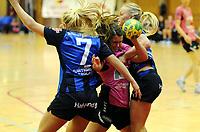 Håndball<br /> Eliteserien kvinner<br /> Stabæk v Vipers Kristiansand<br /> 08.01.2012<br /> Foto: Morten Olsen, Digitalsport<br /> <br /> Christina O'Sullivan - Vipers<br /> Jenny Handal Sneve (7) - Stabæk
