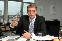 09 JAN 2007, BERLIN/GERMANY:<br /> Ronald Pofalla, CDU Generalsekretaer, waehrend einem Interview, in seinem Buero, CDU Bundesgeschaeftsstelle<br /> IMAGE: 20070109-01-022