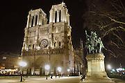 Frankrijk, Parijs, 28-3-2010De kerk, kathedraal Notre Dame bij avond. Exterieur.Foto: Flip Franssen/Hollandse Hoogte