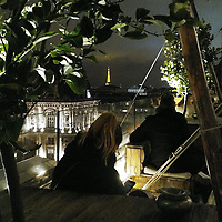 Les soirées sont fraîches en février, à Paris. Mais Covid-19 n'était pas encore là et le froid n'allait pas nous empêcher de profiter d'un apéro en terrasse. Surtout pas quand cette dernière est en haut d'un immeuble, avec une vue imprenable sur la Tour Eiffel.<br /> <br /> Bon courage en cette période difficile.<br /> <br /> Evenings are a bit chilly in February, in Paris. But COVID-19 had not arrived yet and the cold would not stop us from<br /> making the best of an apero at a terrace. Especially when said terrace is at the<br /> top of a building, with a clear view of Eiffel Tower.<br /> <br /> All the best in these difficult times.